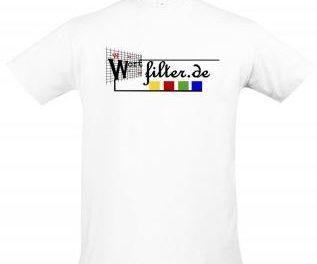 Merchandising: Die T-Shirts und Tassen sind da