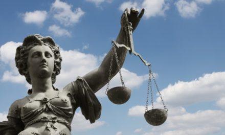 Rechtliches – News (Gebühren für das Zahlen mit PayPal & Co / Brüssel und die Datenmacht der Großkonzerne)